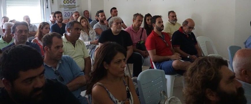 Seminar participants listening in the audience