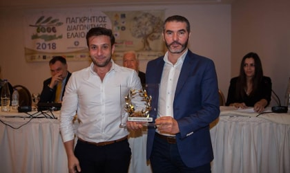Eftychis Androulakis accepting his gold award from Manolis Chnaris