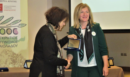Competition organizer Eleftheria Germanaki (right) accepting a plaque from tasting panel leader Efi Christopoulou