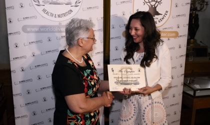 Eleni Zotou of Golden Tree Olive Oil receiving her award from Dr. Magda Tsolaki