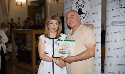 Dr. Eleni Melliou presenting an award to Ioannis Prodromou of Yanni's Olive Grove
